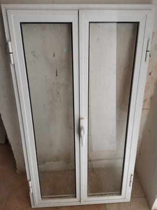 ventana de aluminio abatible