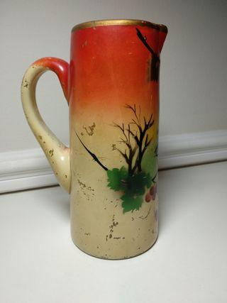 Antigua jarra de vidrio o cristal pintada a mano