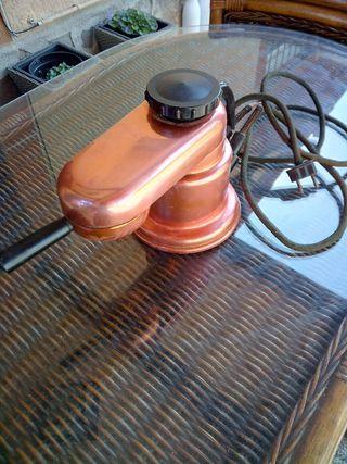 cafetera antigua de cobre