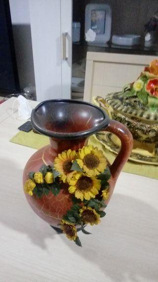 bellísimo jarrón o cántaro con flores