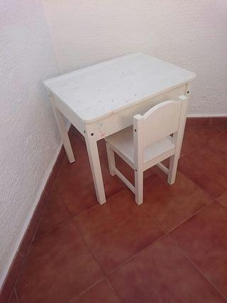 Pupitre infantil blanco con silla (ikea)