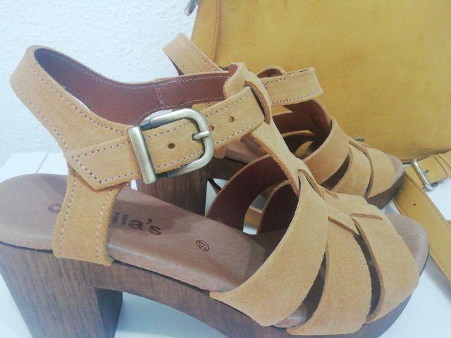 Conjunto de sandalias y bolso