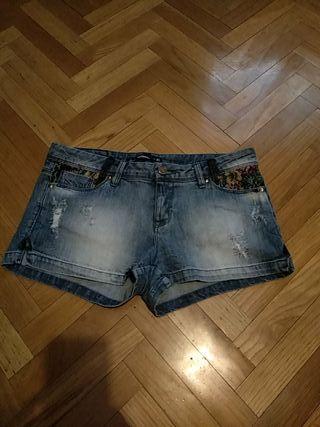 Dos shorts vaqueros