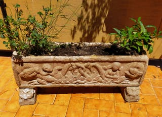 Jardinera Antigua de Piedra.