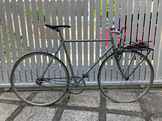 Bicicleta fixie contra pedal