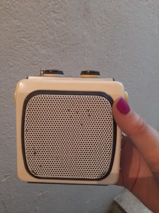 radio antigua pequeña