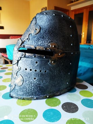 casco medieval de juguete