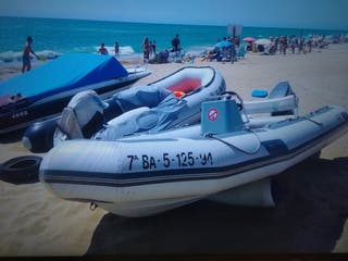 Barca Semirígida Avon tipo Zodiak. yamaha 40