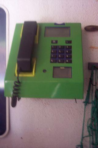 telefono bar antiguo