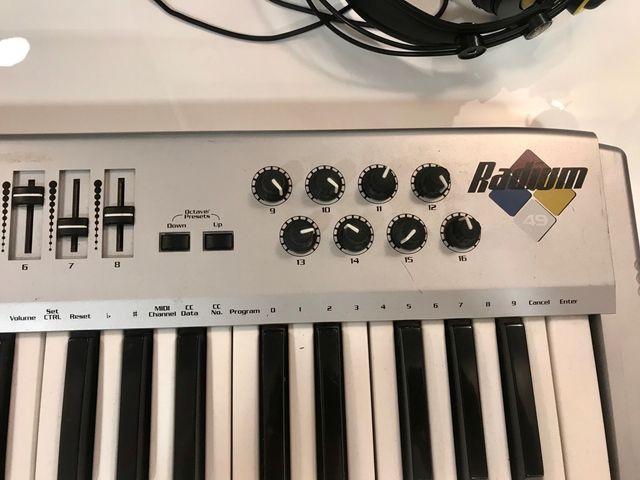 Teclado Midi M Audio Radium 49