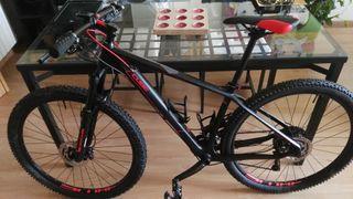 Bicicleta de Carbono Cube Reaction GTC