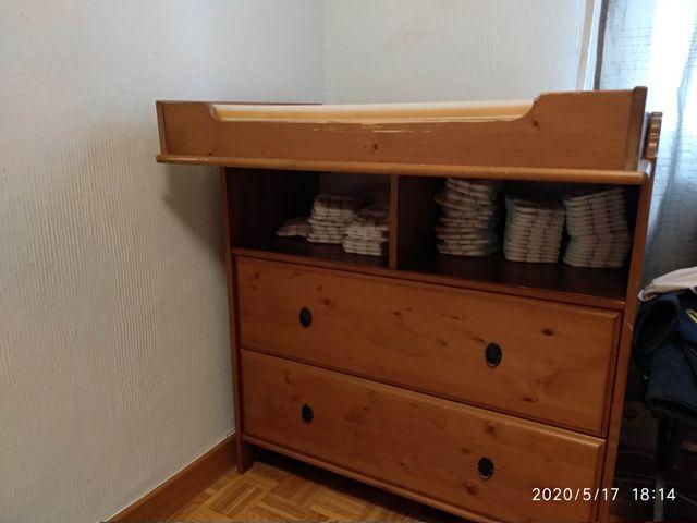 Mueble cambiador con comoda.