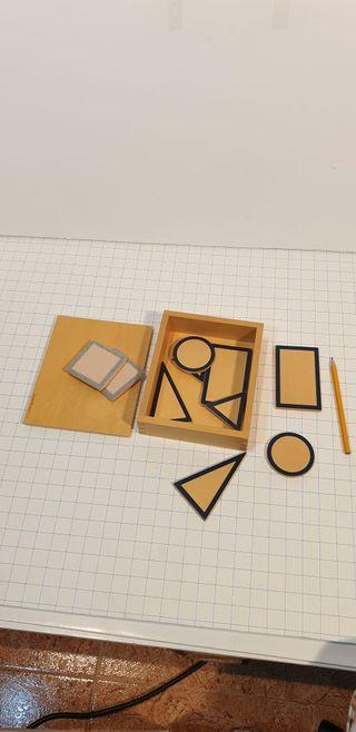 caja de madera con formas geometricas planas