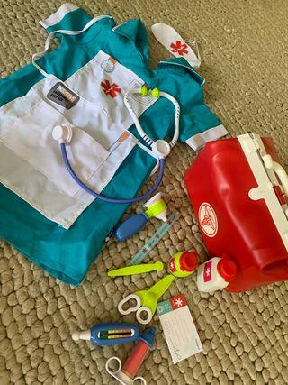 Disfraz de enfermera y maletin de juguete