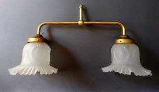 Lámpara modernista con antiguas tulipas