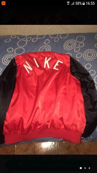 se vende chaqueta nike original