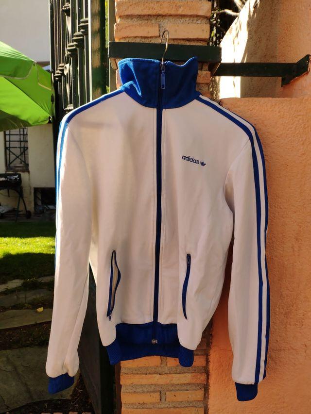 Perdido Reunión idiota  Sudadera cremallera original Adidas Blanca/Azul de segunda mano por 20 € en  Granada en WALLAPOP