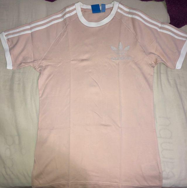 borde Aeródromo lo hizo  Camiseta ADIDAS talla S ROSA PALO UNISEX de segunda mano por 25 € en Madrid  en WALLAPOP