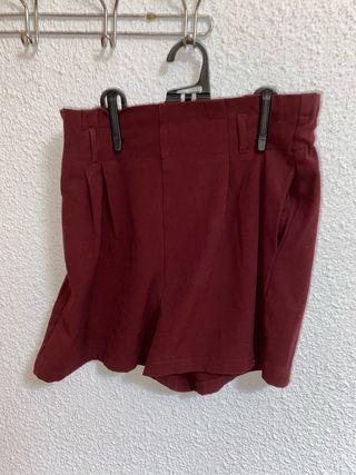 Pantalón corto granate