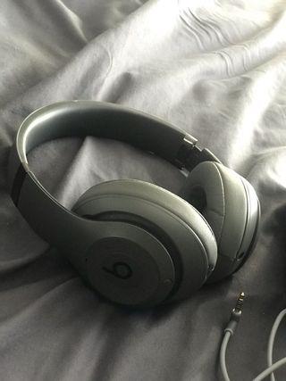 Beats studio 3 wireless headphones- Grey