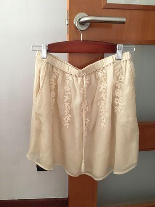 Falda corta beige