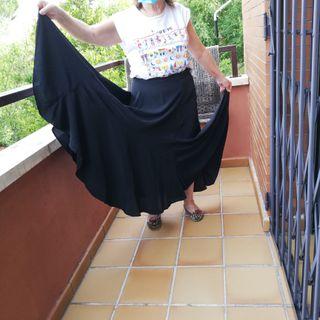 Falda flamenca y sevillanas