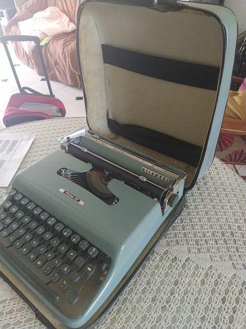 maquina escribir Olivetti pluma 22