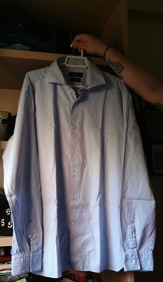 camisa azul celeste