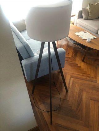 Lámpara trípode madera