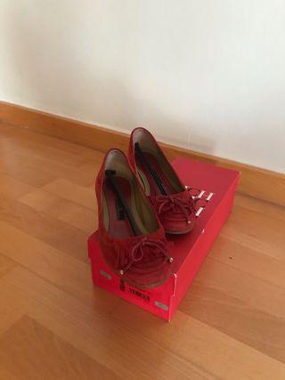 Bailarinas Carolina Herrera de ante rojo