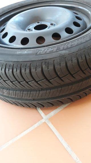 Rueda Michelin con llanta 205 55 R16