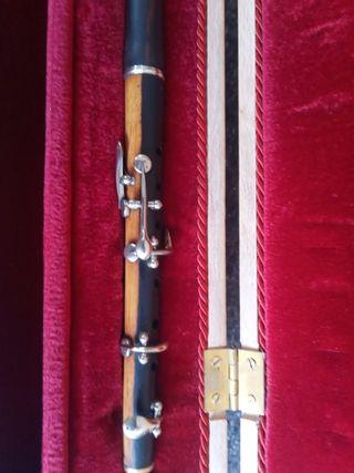 Flautin instrumento antiguo de Granadillo.