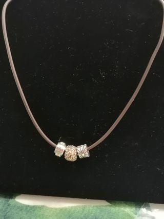 Juego de 3 charms de Pandora con detalles en oro