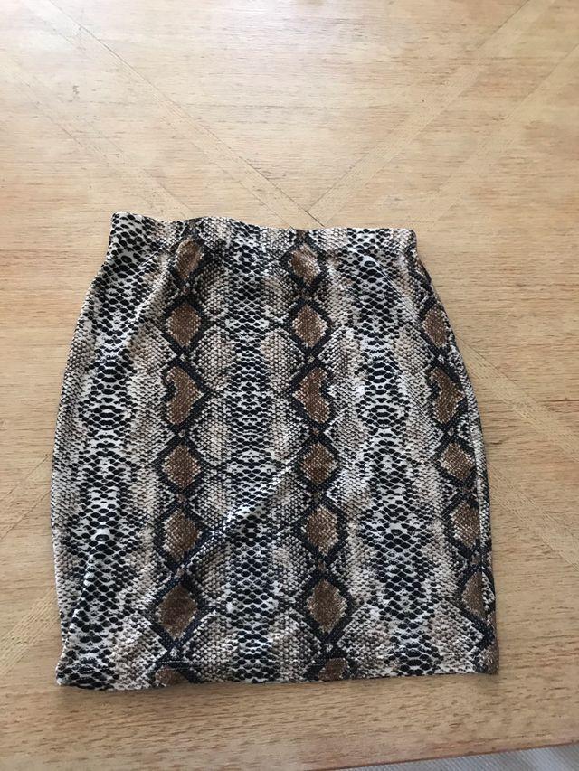 Falda de tubo serpiente