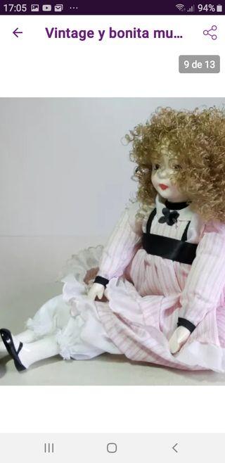 Vintage, Bonita muñeca de porcelana 45cm y trapo