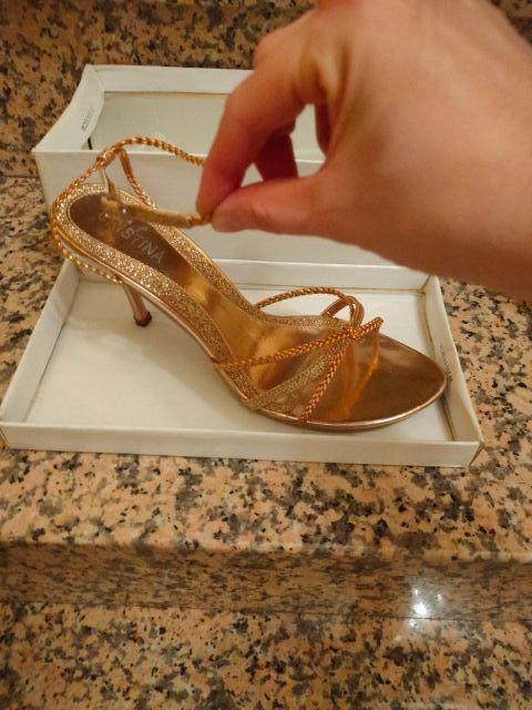Sandalia dorada talla 39