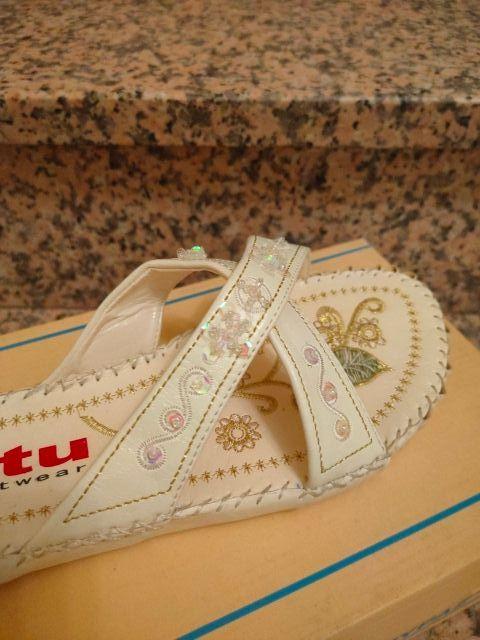 Sandalias planas, totalmente nuevas N°40