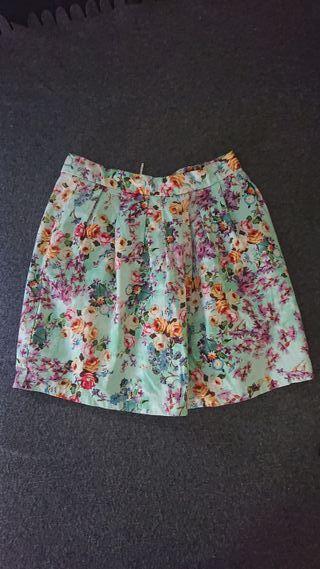 Falda turquesa con flores