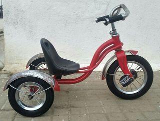 """Antiguo triciclo"""
