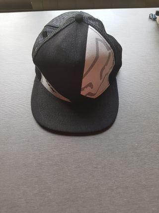 Gorra negra yums
