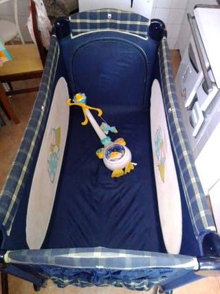 barce de bebé y juguetes