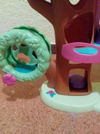 Casa del árbol Littlest Pet Shop y muñeco