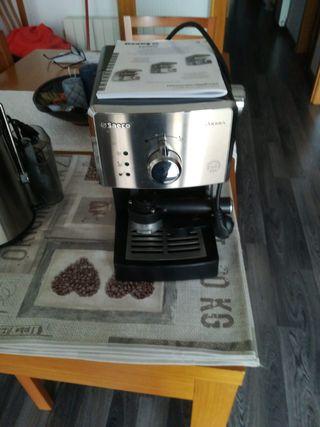 Cafetera nueva SAECO