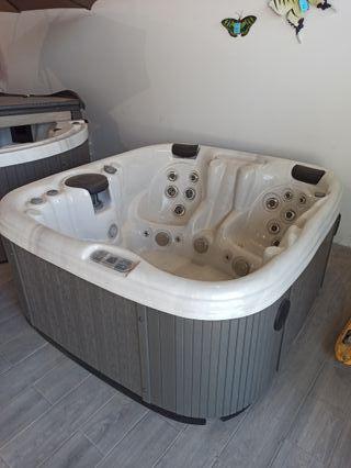 jacuzzi, hot tub