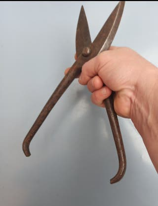 Herramienta antigua, tijera, metal forjado
