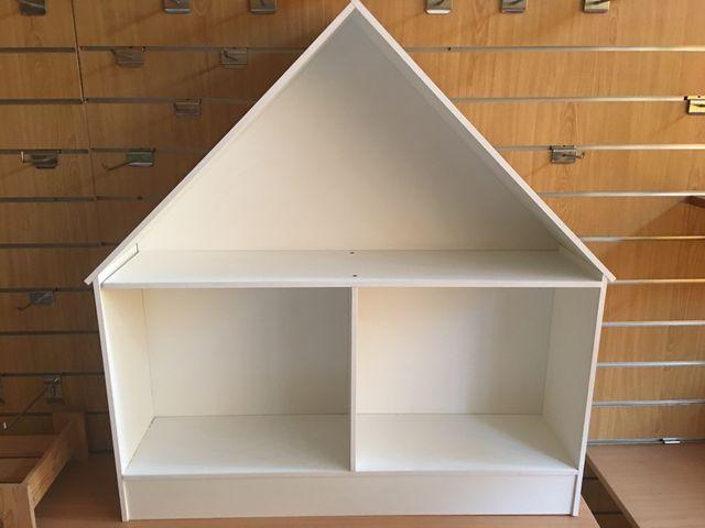 Casa estantería muñecas