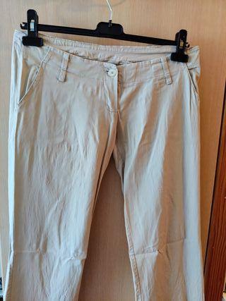 Pantalón chino color crudo
