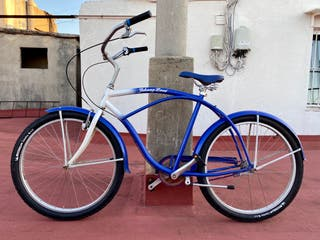 Restored cruiser bicycle (Johnny Loco)