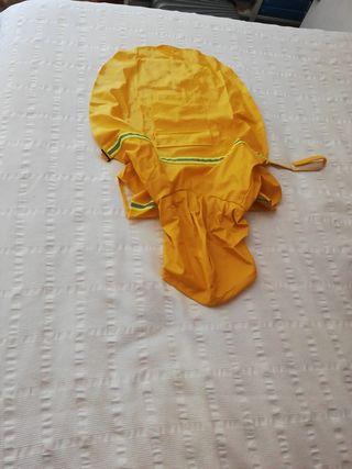 Chubasquero perro grande amarillo
