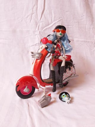 MONSTER HIGH CON MOTO / SCOOTER